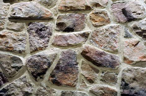 eine steinwand tapete im wohnzimmer anbringen