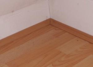 fussleisten befestigen anleitung ohne bohren kleben. Black Bedroom Furniture Sets. Home Design Ideas