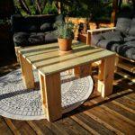 Palettenmöbel selber bauen – Palettenkissen & Palettentische