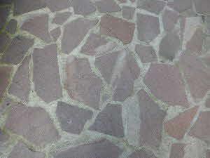 Natursteinplatten im Mörtelbett verlegt