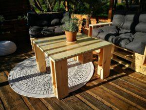 Palettenmöbel selber bauen - Palettenkissen & Palettentische