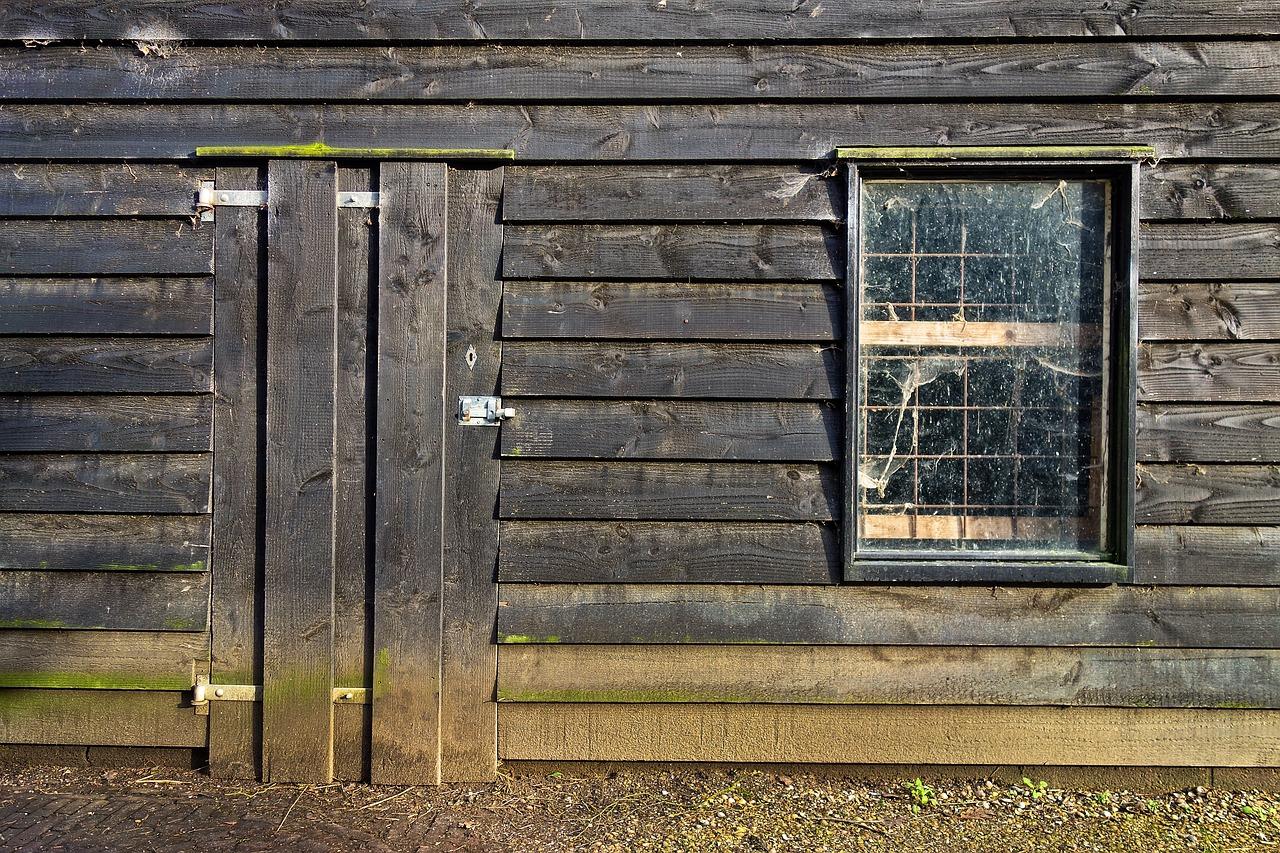 Gartenhaus aus Schwartenbrettern