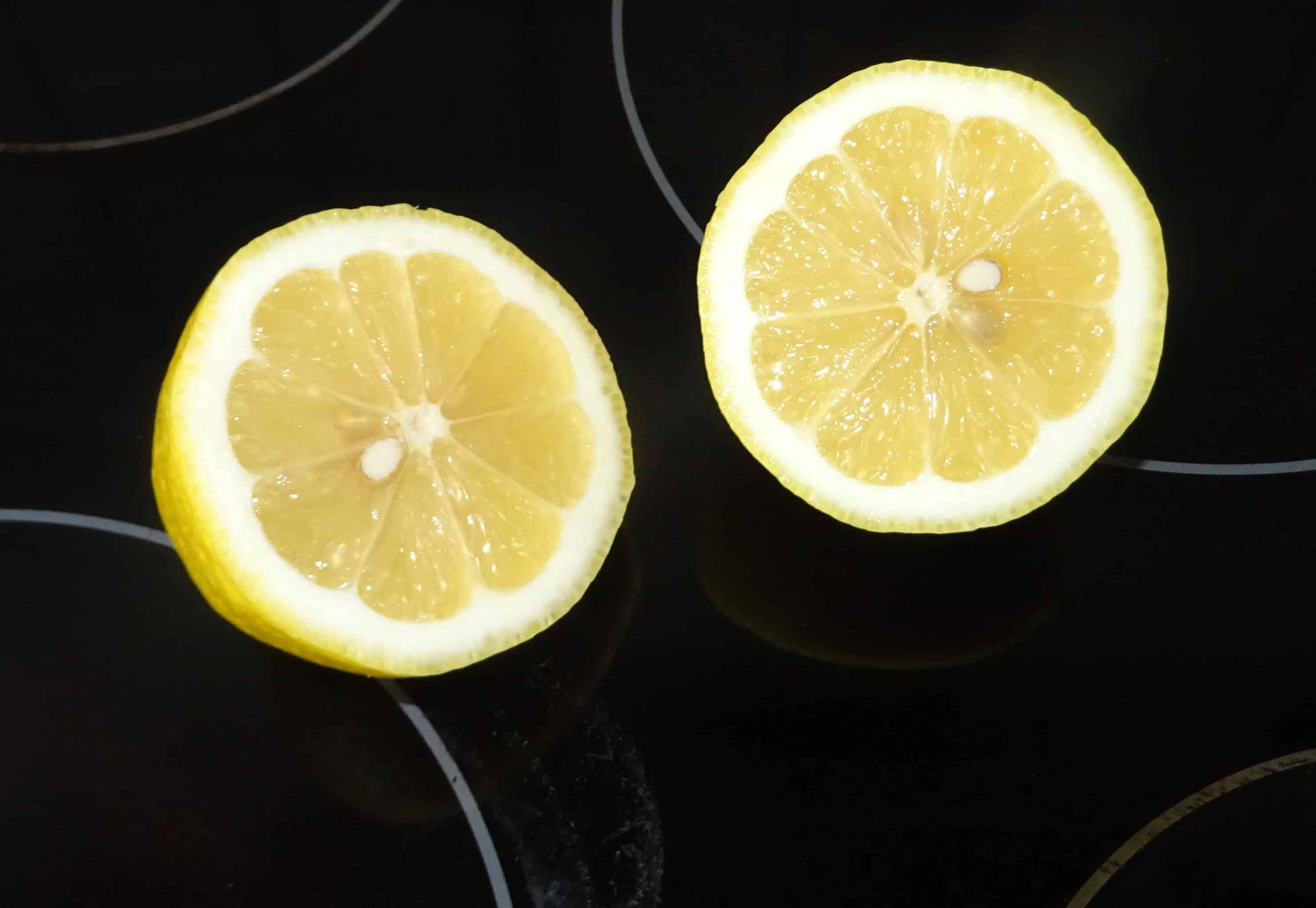 Ceranfeld mit Zitrone reinigen