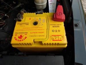 Anleitung: Autobatterie ausbauen
