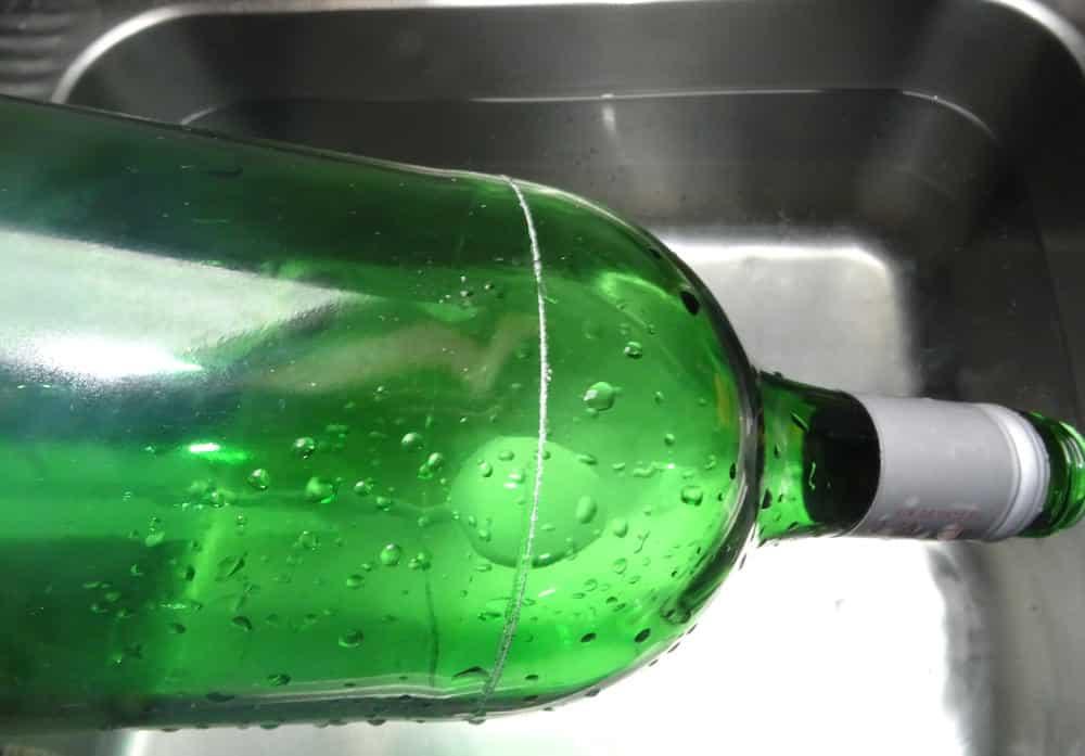 Flasche erhitzen und abkühlen