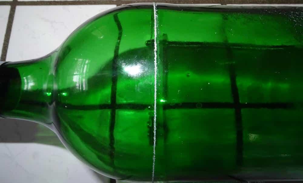 Glasflasche anritzen mit dem Flaschenschneider