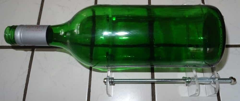 Glasflasche schneiden mit einem Flaschenschneider