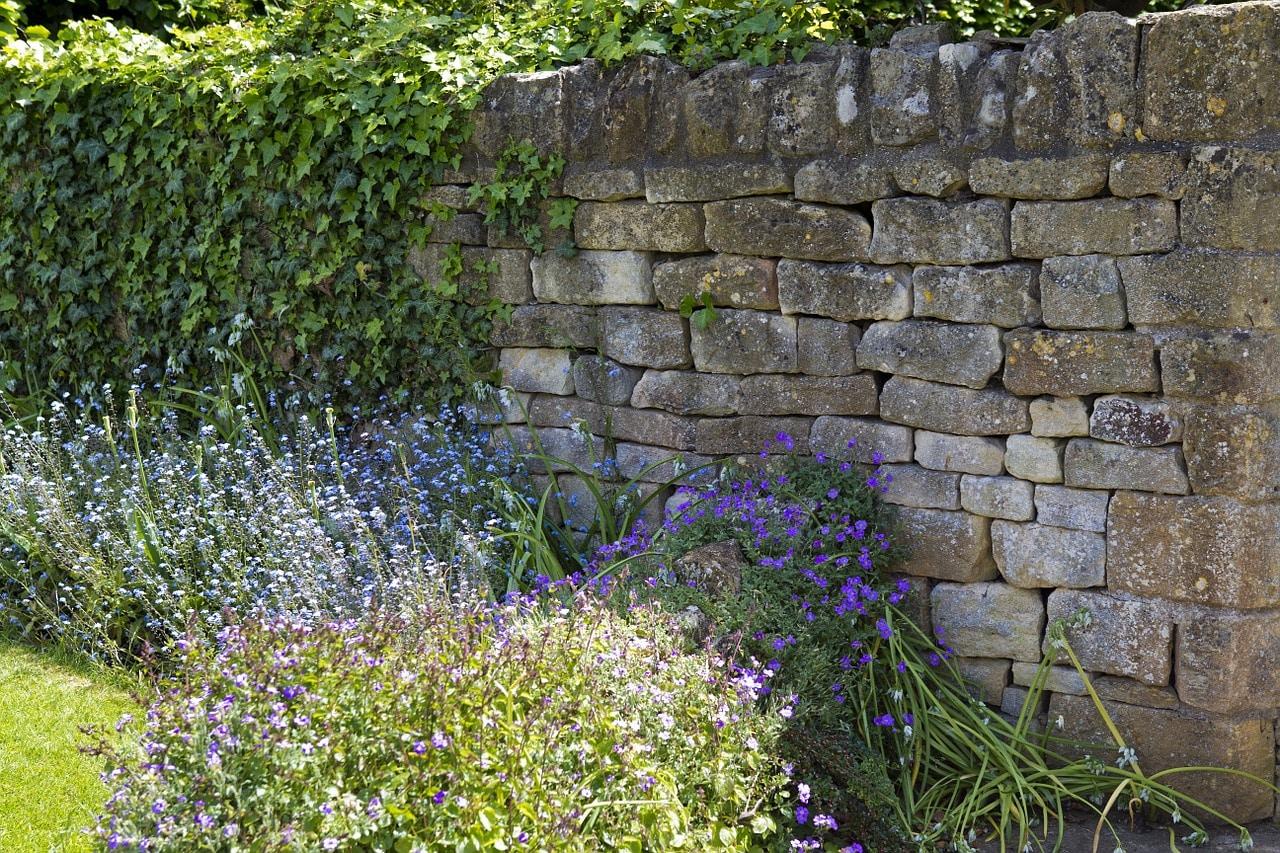 Trockenmauer aus Muschelkalk Mauersteinen